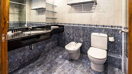 6-apartamento-familiar-superior-wc.jpg